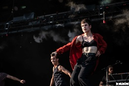 20190623 ChristineandtheQueens 38 bs TheaDrexhage